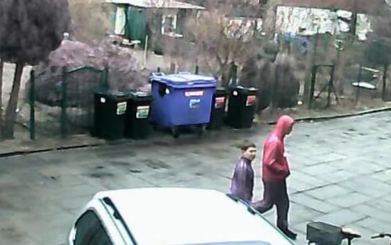 Uwaga złodzieje w akcji, kradną w biały dzień!